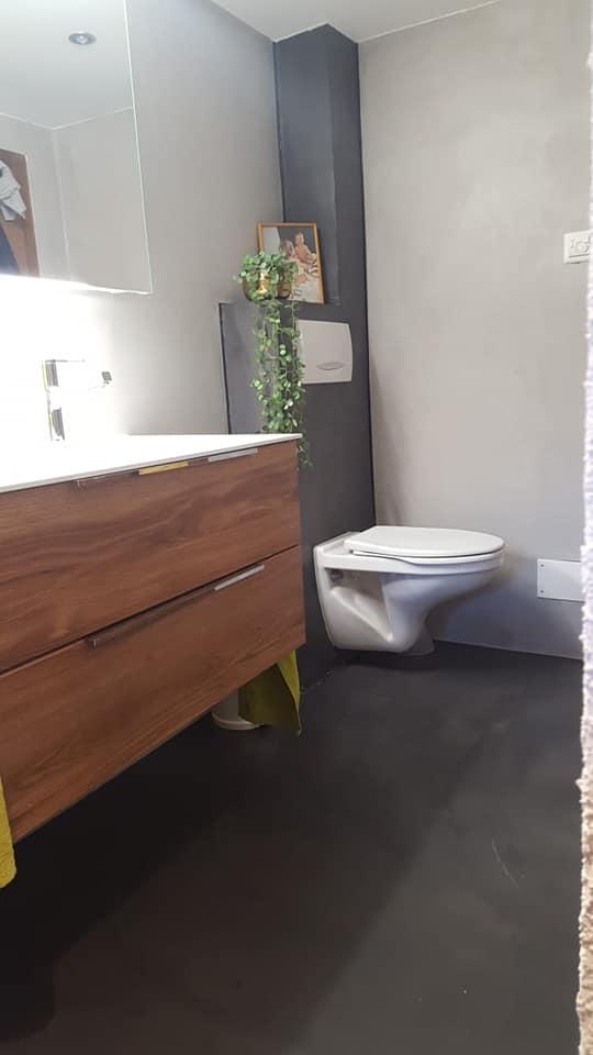 Salle de bain en béton ciré au Châble