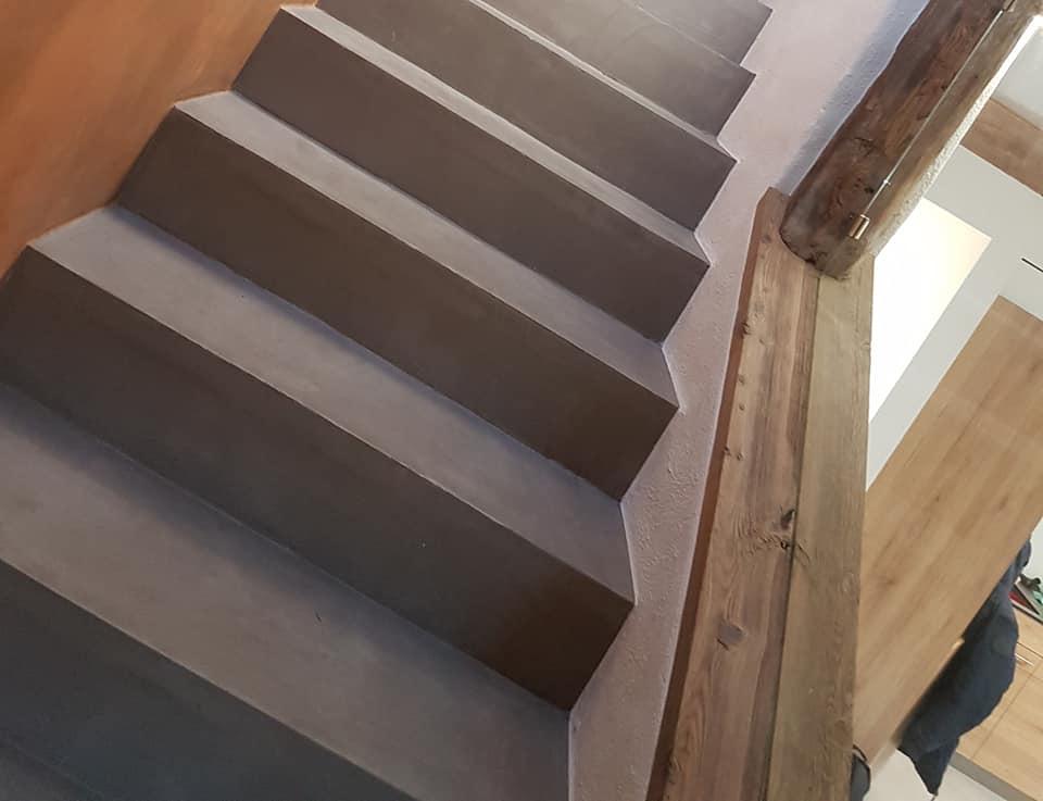 Escaliers en béton ciré à Fully